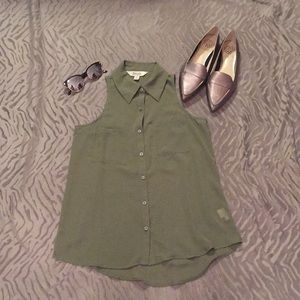 New Olive Green Sleeveless Button-Up Size XS